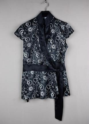 Очень красивая фирменная блуза от clockhouse