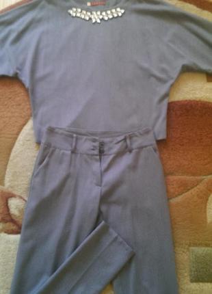Серый шерстяной костюм,р. s