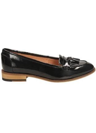 Лоферы clarks лаковые черные кисточками туфли без каблука низком ходу zara балетки