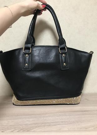 Шикарная черная сумка со стразами