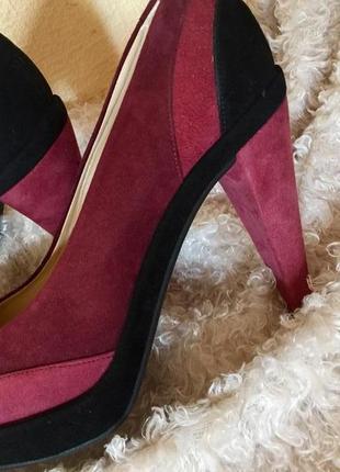 Кожаные туфли на устойчивом каблуке hobbs
