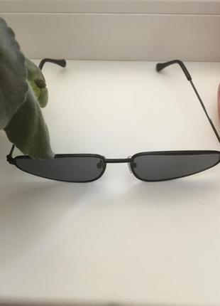 Узкие черные очки, sci-fi