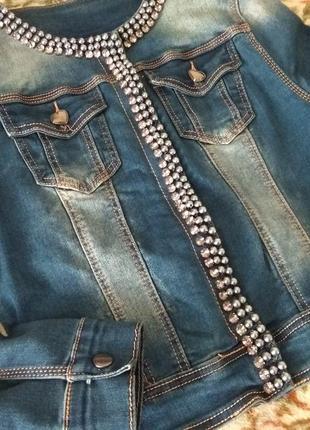 Очень красивая джинсовая куртка с жемчужинами, джинсовка