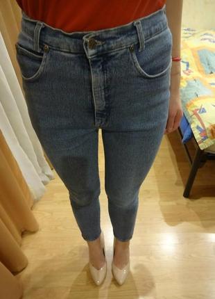 Крутые джинсы с высокой посадкой))
