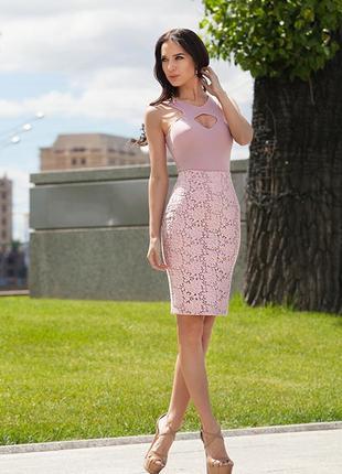 Пудровая кружевная юбка