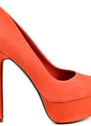 Стильні персикові туфлі