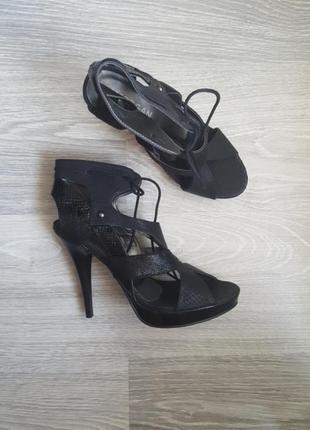 Срочно! новые кожаные шикарные босоножки morgan черные 39 - 40 размер1 фото