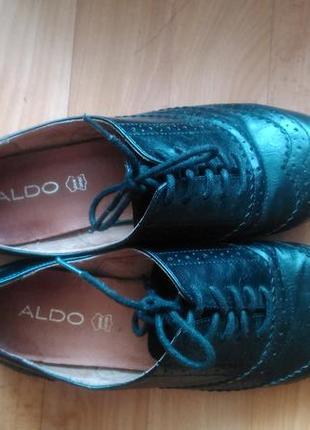 Туфли с выбитым рисунком