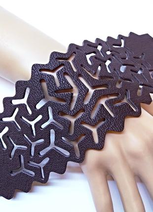 Шикарный темно коричневый ажурный кожаный браслет унисекс.