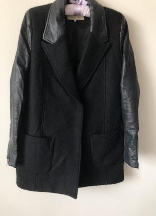 Подовжена куртка zara