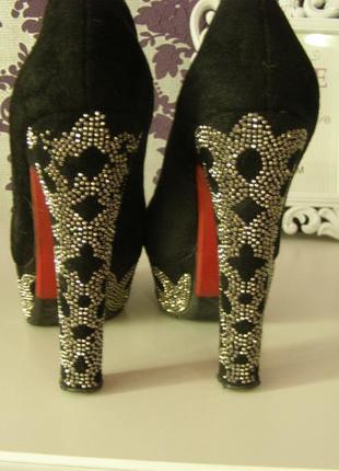 Замшевые туфли на высоком каблуке2 фото