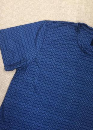 Мужская футболка в геометрический принт