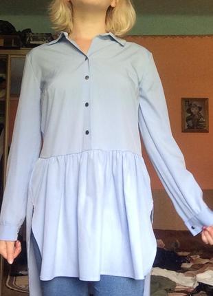 Подовжена блакитна блуза