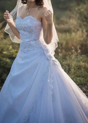 Свадебное платье со шлейфом фирмы miss kelly франция