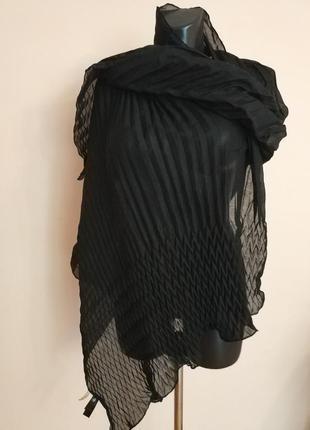 Фирменный стильный качественный шарф.