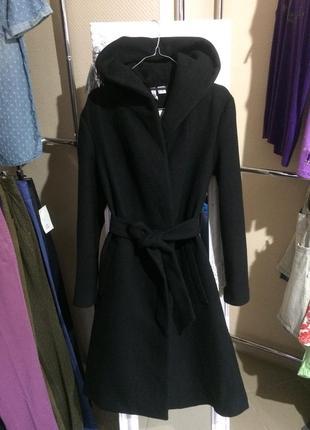 Пальто с капюшоном  40-42 европейский