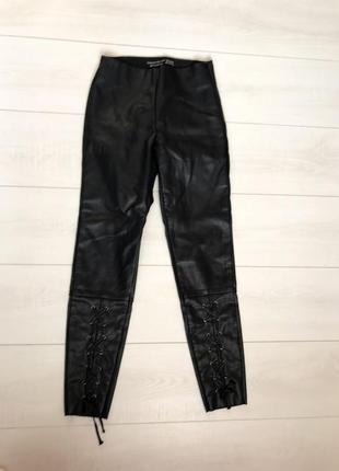 S-xs 34-36р классные кожаные штаны на завязках {еко кожа стретч}длина 92см