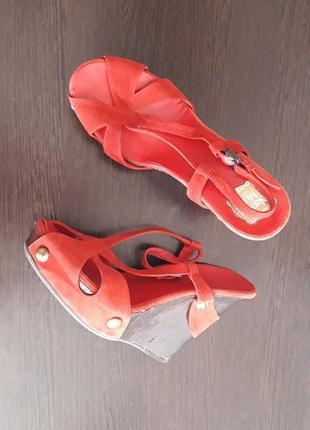 Босоножки-туфли на танкетке