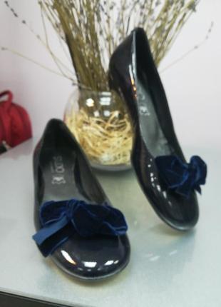 Лаковые женские туфли