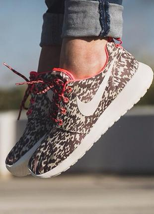 Легкие спортивные кроссовки на пенке от nike