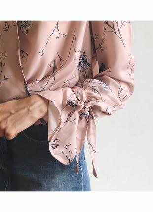 Блузка в цветы на запах