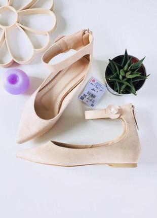 Шикарные туфли лодочки балетки с высокой пяткой и ремешком на ладышке от  reserved