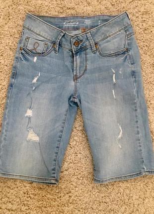 Шорты бриджи светлый джинс рваные