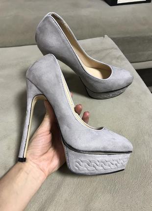 Туфли на высокой шпильке р.37