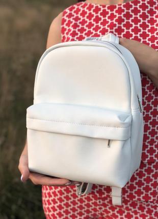 Стильный белый рюкзак из экокожи