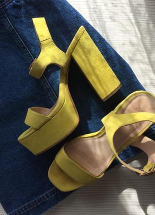 Жёлтые , салатовые босоножки на толстом каблуке