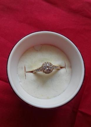 Кольцо с цирконами размер 17 медзолото