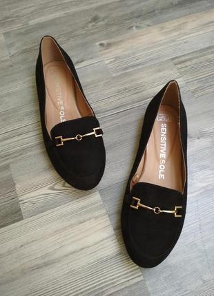 Стильные под замш лоферы туфли на низком каблуке