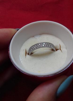 Кольцо с цирконами размер 18