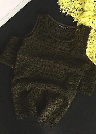 Плотная кружевная блуза с открытыми плечами