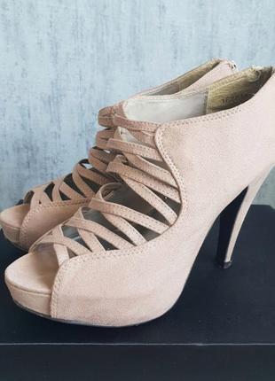 Нюдовые босоножки new look на каблуке