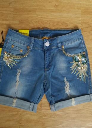 Бомбезные джинсовые шорты ср стразам и,, вышивкой...качество дорогая турция. .размер 27,28
