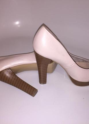 Туфли на платформе р.38,5 цвет беж