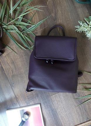 Трендовой рюкзак цвета баклажан