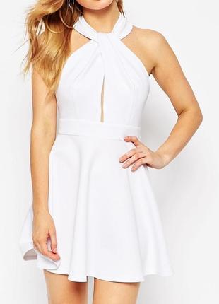 Красивое белоснежное платье с открытой спиной и кружевными вставками от john zack