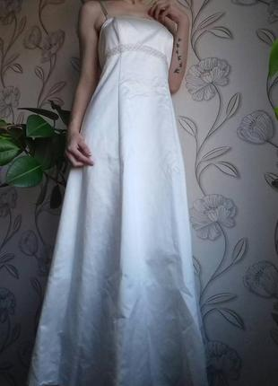 Бальное, свадебное, выпускное  атласное платье со шлейфом 40р одето на 38.