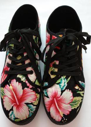 Мокасины слипоны кеды на чёрной толстой подошве принт тропик цветы от one by gemo