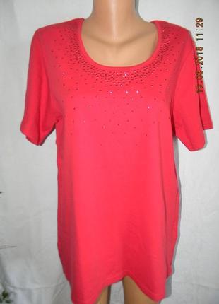 Новая блуза -футболка с украшением