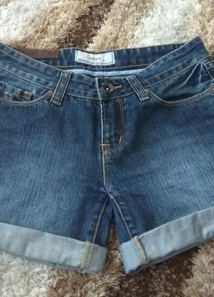 Короткие джинсовые шорты размер s