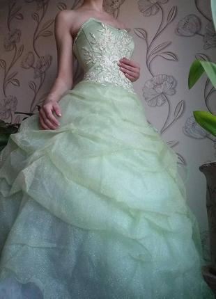 Свадебное, выпускное,  бальное платье 44р одет на 38р