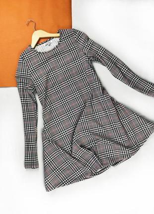 Платье осеннее трикотажное с рукавами балахоном платье в клетку