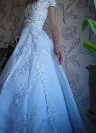 Атласное свадебное платье, бальное, выпускное  46р одето на 38