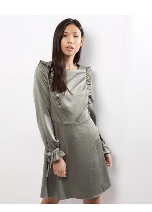 -25% на все! невероятное нарядное платье с рюшами и завязками на рукавах, атласное миди