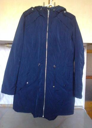 Фирменая куртка деми, приталеная, капюшон, длина 82