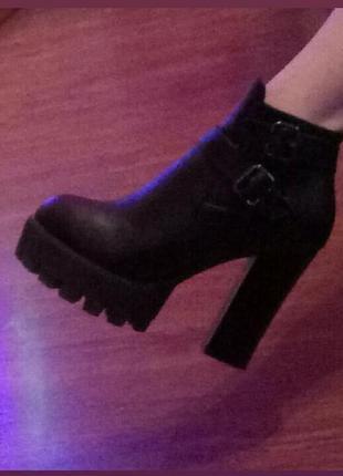 Ботинки демисезонные туфли сапоги на высоком толстом устойчивом каблуке