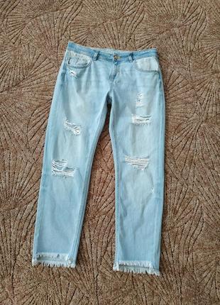 Укороченные рваные джинсы бойфренд с необработанным низом zara